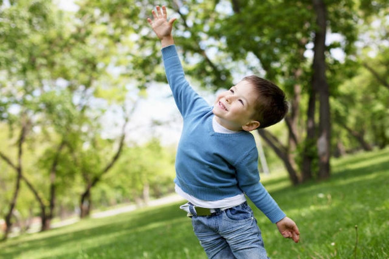 طرق تعزيز علاقة الطفل بالطبيعة والهواء النقي