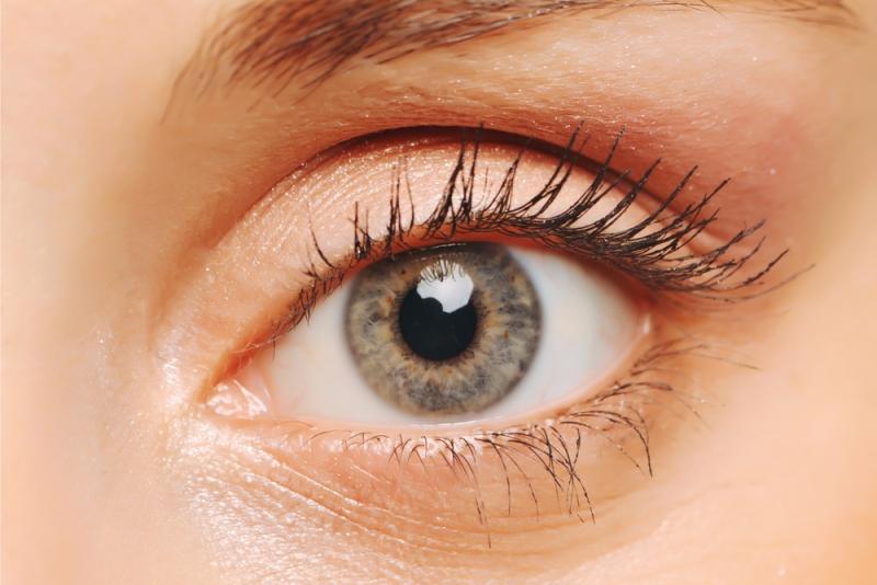 أسباب رفة جفن العين وطرق علاجه