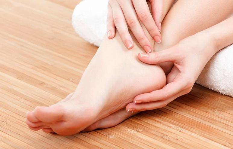 نصائح وطرق إزالة الجلد الميت من القدم