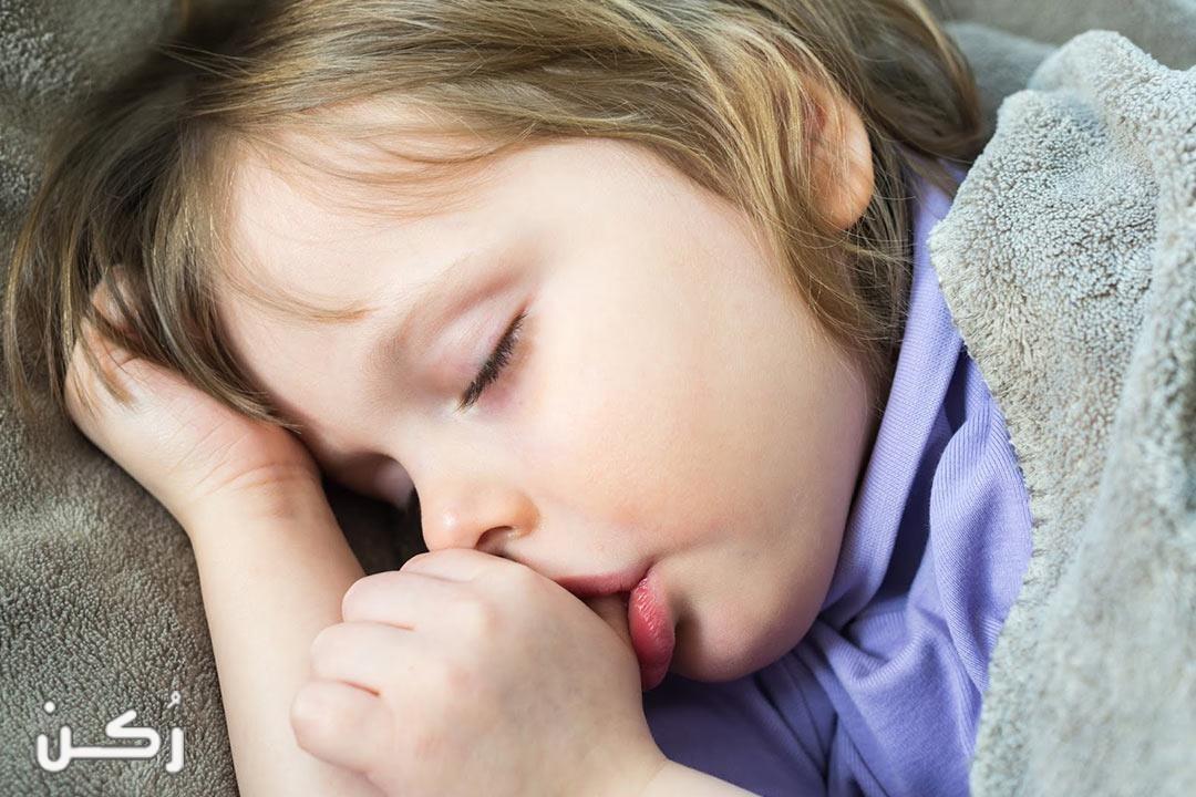 خطورة مص الأصابع عند الأطفال