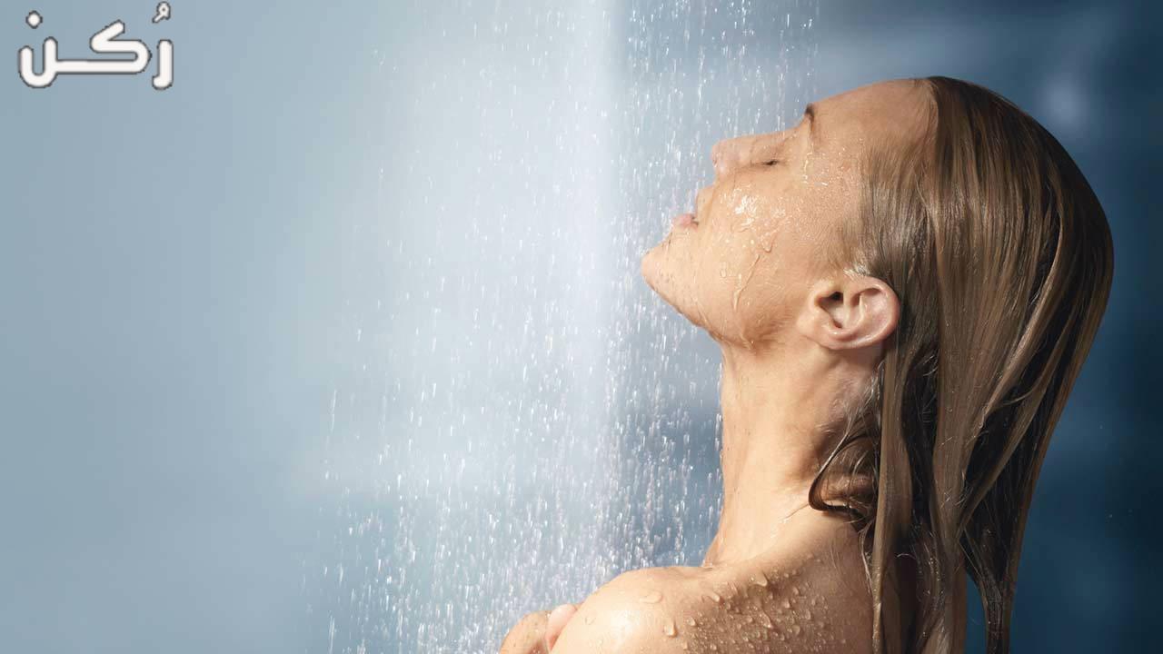 تفسير حلم الاستحمام بالماء البارد في المنام للمتزوجة والعزباء