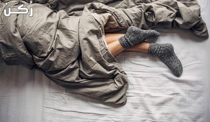 النوم بالجوارب في الفراش هل مفيد أم ضار؟..إليكم الإجابة بالتفصيل