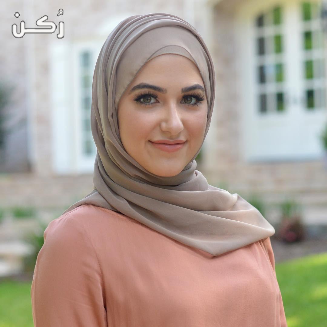 تفسير رؤية خلع الحجاب في المنام للعزباء والمتزوجة والحامل