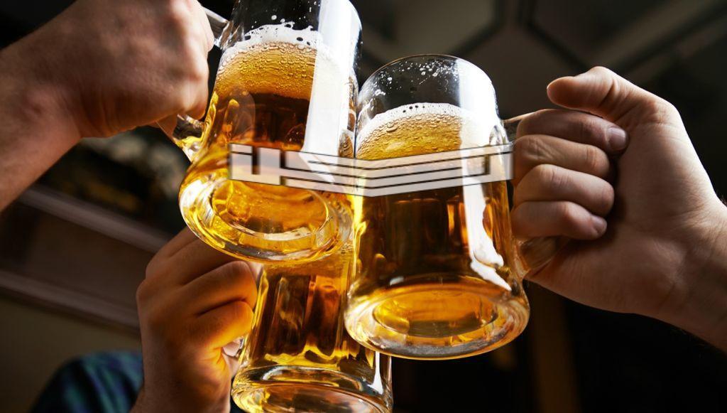 تفسير حلم رؤية شرب الخمر في المنام لابن سيرين وابن شاهين والنابلسي