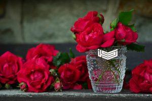 تفسير حلم رؤية الورود والأزهار الصناعية في المنام