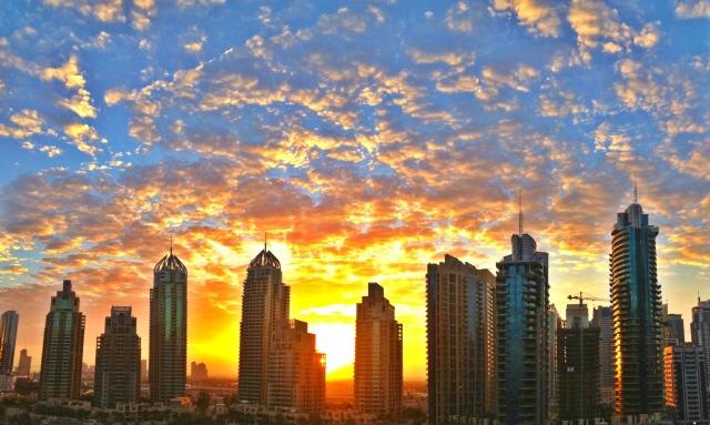 الطقس المتوقع اليوم في الإمارات صحو إلى غائم جزئيا رطب ليلا