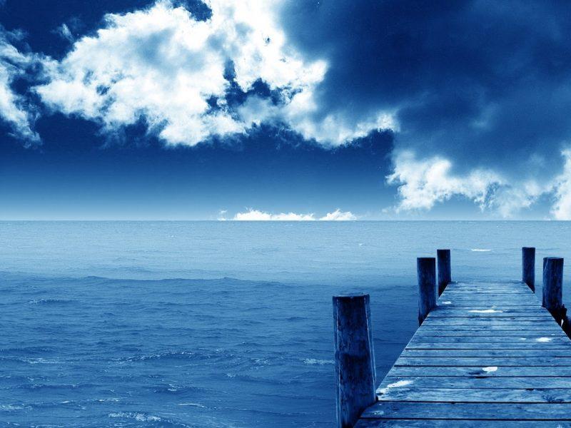 تفسير رؤية اللون الأزرق في المنام بالتفصيل بحسب حالة الرائي